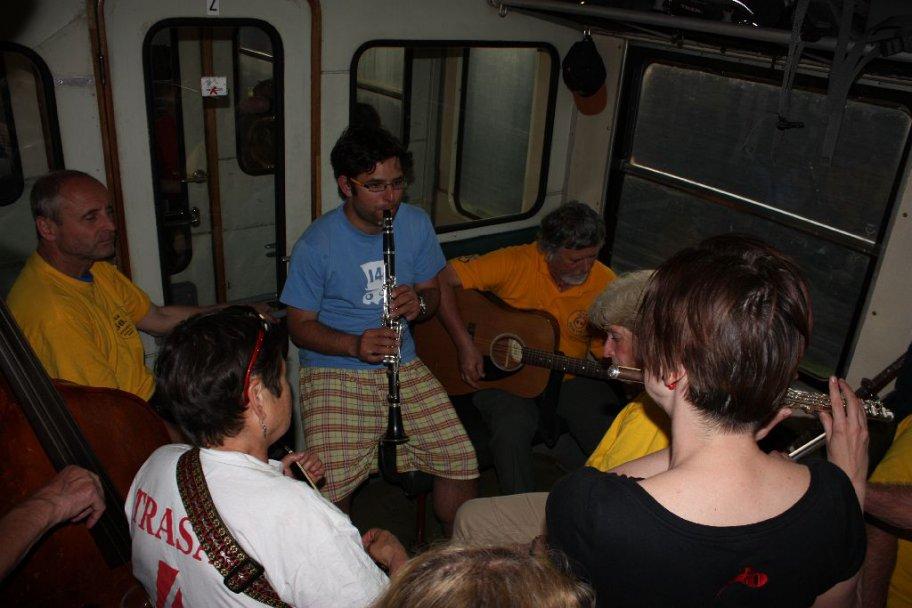 Mezitrasové hraní ve vlaku